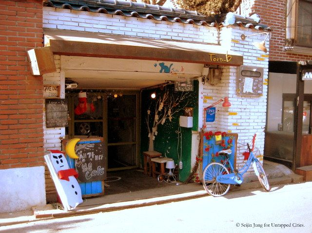 HONDAE CAFES - Most notably, the Hongdae area, which is better-known as one of the most popular nightlife destinations in Seoul, boasts cafés  galore around its alleys.