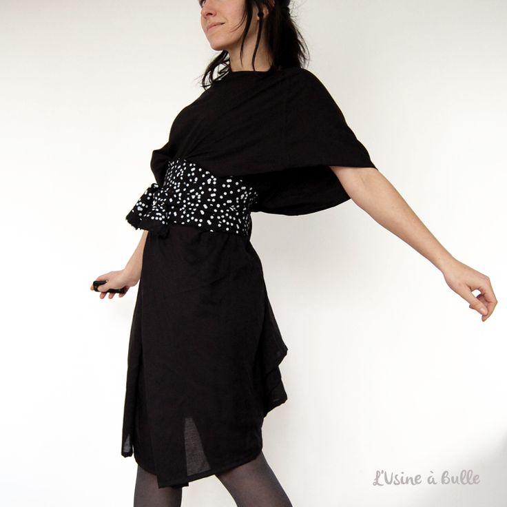 Tutoriel pour réaliser une robe noire ultra facile à coudre. Taille unique ajustable grâce à sa ceinture. Bonne couture !