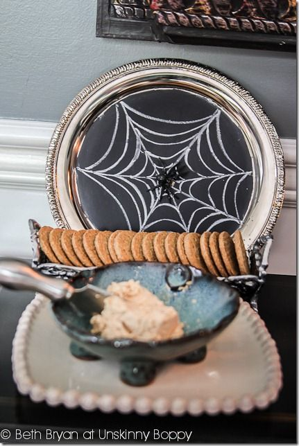 Spider's webs are some of the easiest Halloween images to draw freehand.Learn three simple steps to drawing a spider's web!