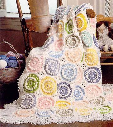 Делаем покрывало с оборками , туториал от http://do-it-yourselfdesign.blogspot.com Как связать покрывало из квадратных мотивов с цветочками , описание на http://www.stitchnationyarn.com Лоскутное…