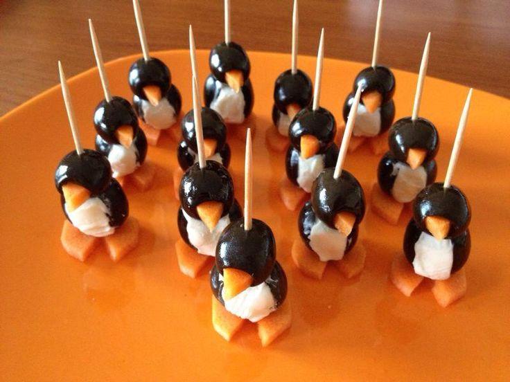 Ricetta di una nonamamma! Pinguini fatti con olive, carote e philadelphia! antipasto fresco e originale!!