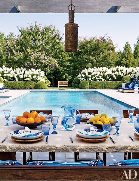 Tory Burch's estate in Southhampton exudes grace and sophistication. We'd love to spend an #EastCoastSummer enjoying a meal around this elegant table that sits in the outdoor pool rotunda.