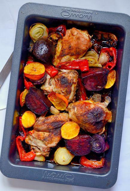 kurczak pieczony z papryką, cebulą, burakiem, czosnkiem i ...klementynkami
