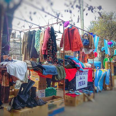 Feria Vecinal Jaramillo •#FeriaVecinalSanMartin• Entre las 12:00hs hasta las 18:00hs En la plaza San Martín Jaramillo #Avellaneda Crucecita feriavecinaljaramill