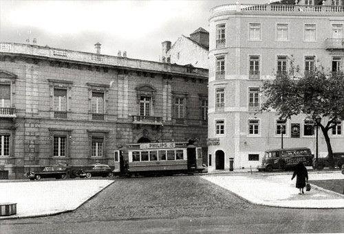 Av. da Liberdade junto à Rua do Salitre, Lisboa, 1959. Fotografia: Garcia Nunes, in Arquivo Fotográfico da C.M.L..