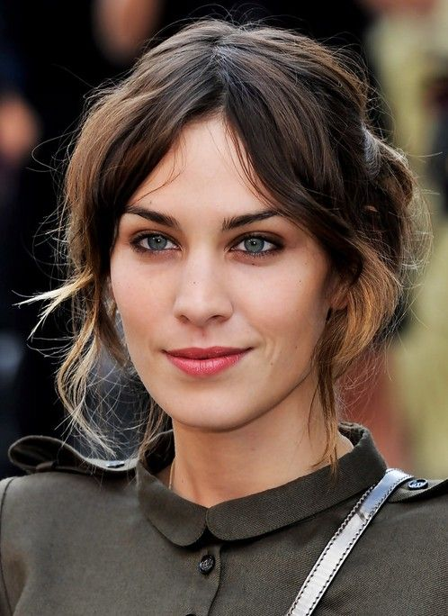 Alexa Chung the British girl enjoys a ultra high status among the British teenagers. Alexa Chung's neutral agil and mixed styling make her world's fashion model. A lot of people agree that Alexa Chung, the British girl, looks more deeply and tasty than American girl. Her cool English ironic humor in the prgrams alos has[Read the Rest]