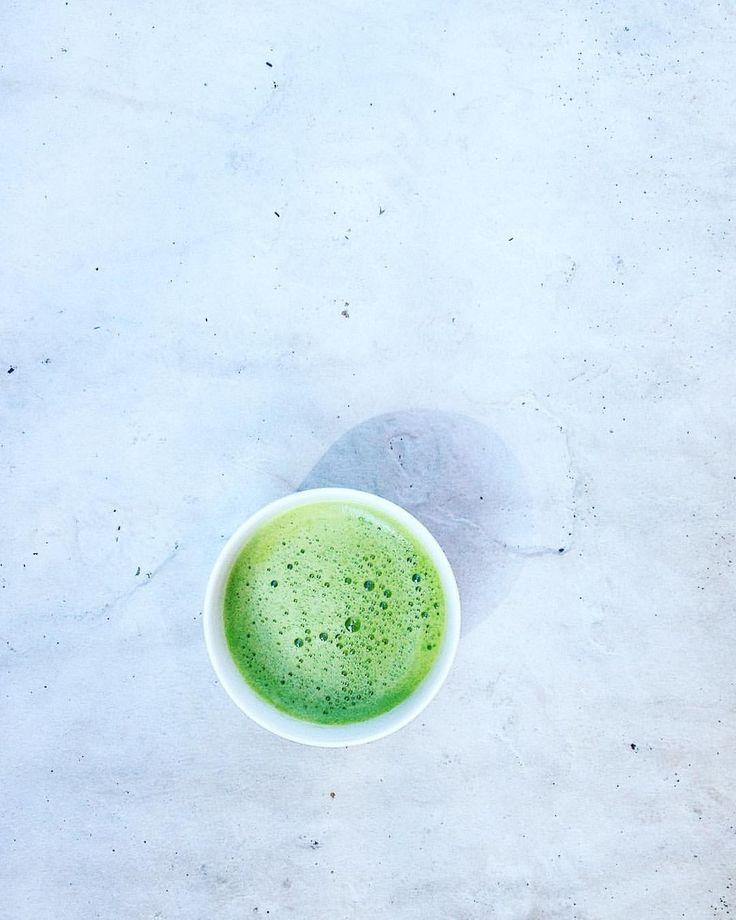 L-Teanina: un aminoacido a effetto rilassante e calmante, si trova soprattutto nel tè verde, con il Matcha in cima alla classifica. Conosciute da secoli ai monaci buddisti, dal 1948 le virtù della L-teanina sono nel mirino anche dei laboratori scientifici.