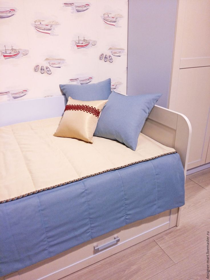 Купить Покрывало бежево-синее с декоративными подушками - голубой, плед, покрывало, для детей, детская, кровать