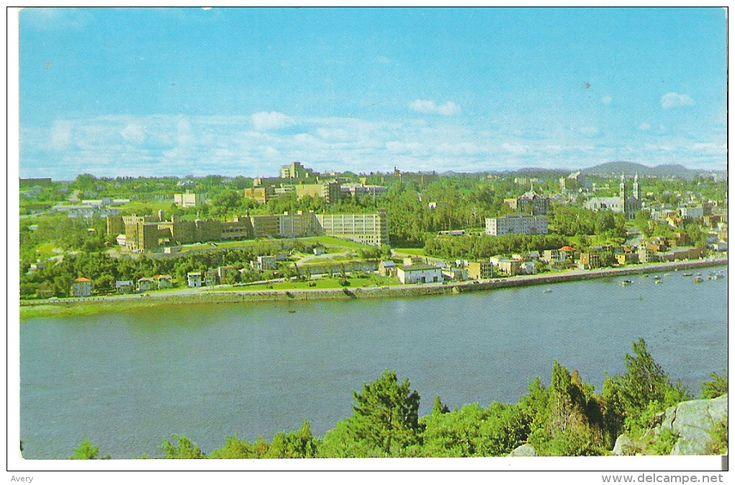"""Chicoutimi, Quebec La partie """"est"""" de la ville, montrant l'Institut du Bon Conseil, l'hopital Hotel-Dieu St-Vallier"""
