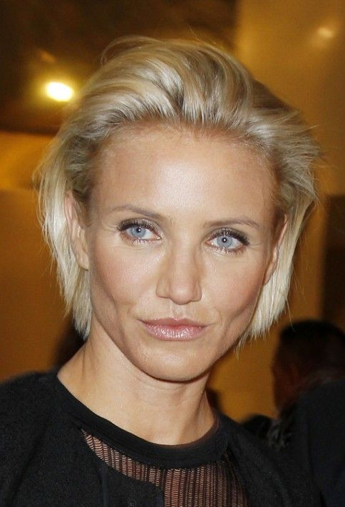 Stylish short choppy bob hair style for women age over 40 Though Cameron Diaz is most known for her movie roles, she could easily be cast as a model with this simple combed back haircut. Models often choose to comb their hair in this simple hairstyle for go-sees, the interview or audition for a modeling …