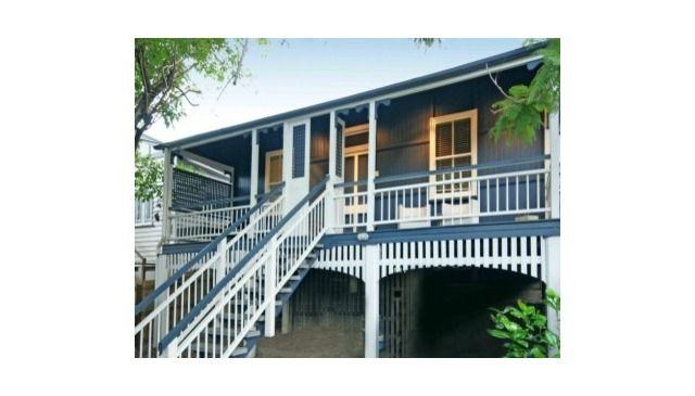 Traditional (renovated) Queenslander cottage in inner-city Brisbane - walk uni, hospitals, cbd