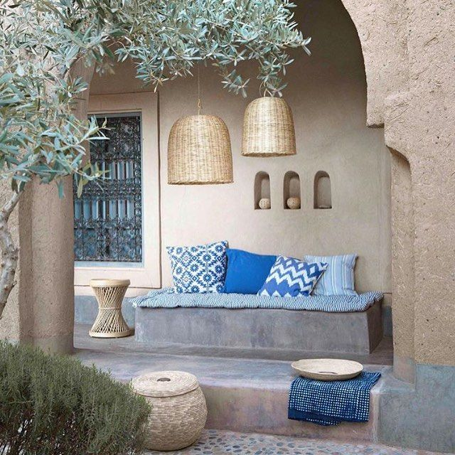 hiding away from the heat would be more relaxing in a place like this 💠✨ @couleurlocaleconceptstore #rusticdecor #mediterranean #moroccostyle #marrakech #morocco #moroccodecor #homedecor #patiofurniture #gardendesign #dreamdecor #bohohome #boholiving...