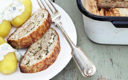 Græsk farsbrød og agurkesalat - Opskrifter - Arla