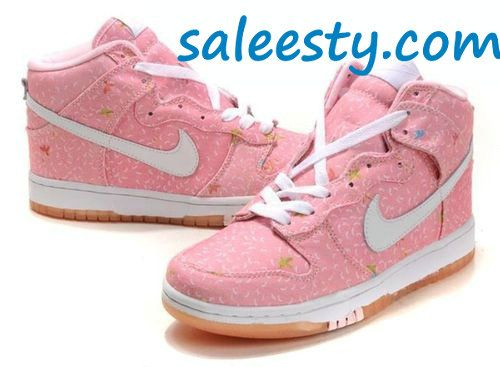 Nike!! Ok I luuuuuuvvvvvv these too.     as usual, a pair of Nike's Shoes for Cheap im in love with and I can't find them.