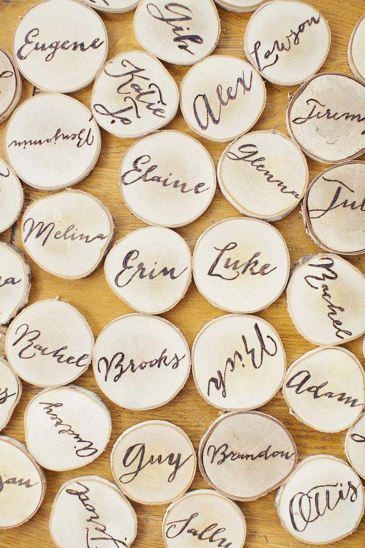 切り株へ センスがいい白のエスコートカードまとめ。結婚式で使うエスコートカード・席札一覧。