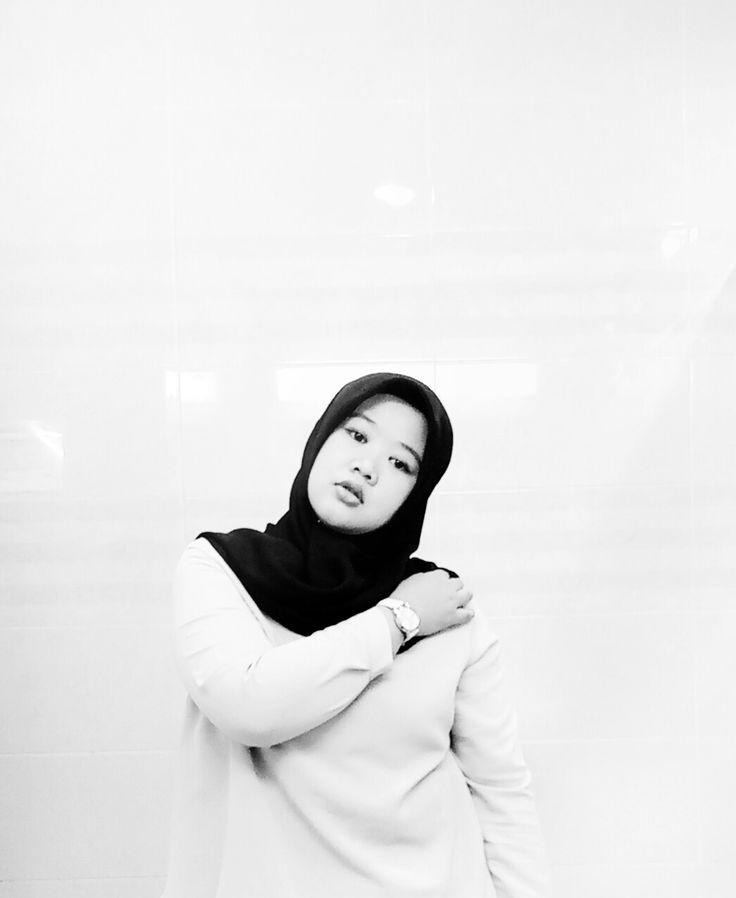 My hijab....   Monochrome #monochrome
