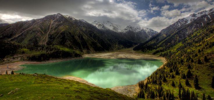 La natura mozzafiato del Kazakhstan. Le sue 106 aree protette sono emblema di diversità e vastità che generano meraviglia assoluta.