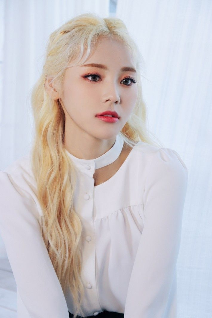 Jinsoul Loona Mnet X X Album Jacket Behind The Scenes Blonde Asian Blonde Curly Hair Styles