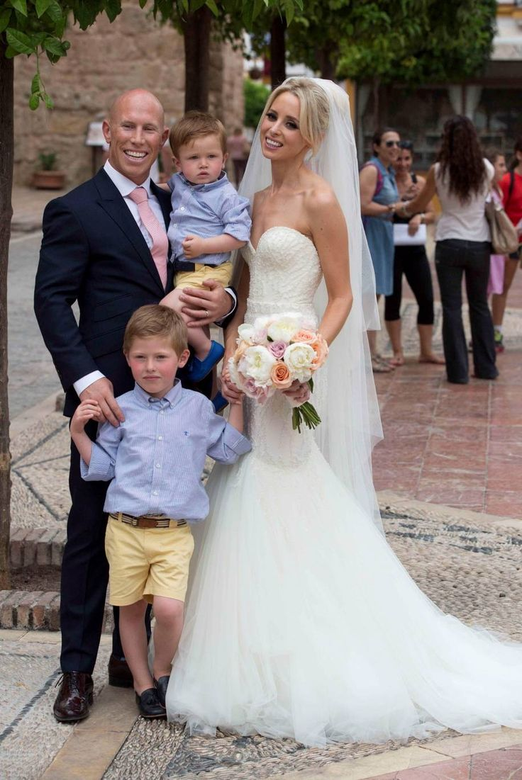 Celebrity Wedding Dresses Ireland : Irish rugby legend peter stringer weds debbie o leary which looks