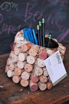 portapenne laboratori per bambini creativi con i tappi di sughero kids craft wine corks