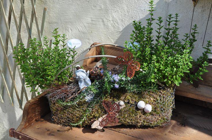Gartendeko von den Ferienwohnungen Casa Valrea in Italien