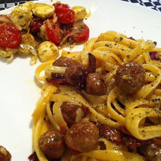 Inspired by Jamie's Italy - Linguine alla carbonara di salsiccia & Insalata caprese!