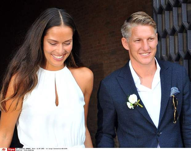 Ana Ivanovic et Bastian Schweinsteiger, le mariage du tennis et du footballTennis player Ana Ivanovic and Germany soccer player Bastian Schweinsteiger smile during their wedding, in Venice, Italy, Tuesday, July 12, 2016. (AP Photo/Luigi Costantini)/VEN105/8220c13559354d129f28bbcdfd4941dd-5aa6f7187acd45e78a/1607121531