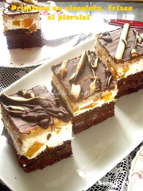Prajitura cu ciocolata, frisca si piersici o prajitura ciocolatoasa si racoritoare de la frisca si fructe.