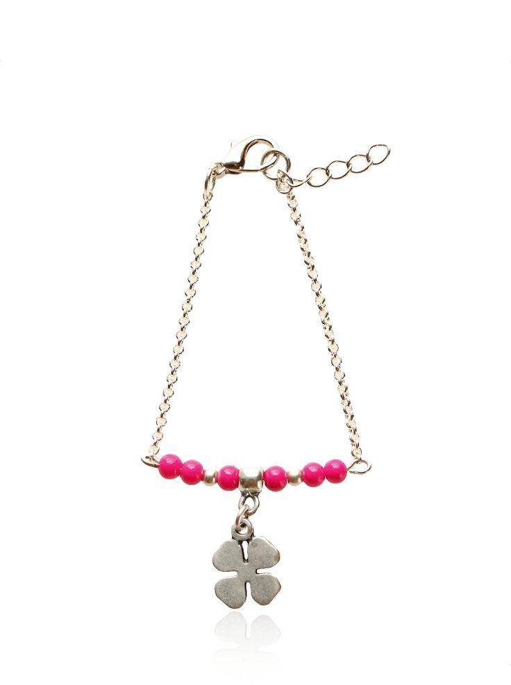 De Pink Ribbon Armband - Zilveris een nieuw item uit onze handgemaakte armbanden collectie. Deze armband is speciaal gemaakt voor de maand oktober, deborstkankermaand.Steun Pink Ribbon met dit armbandje! Per armbandje wordt er €2,00gedoneerdaan de stichting! ♡♡