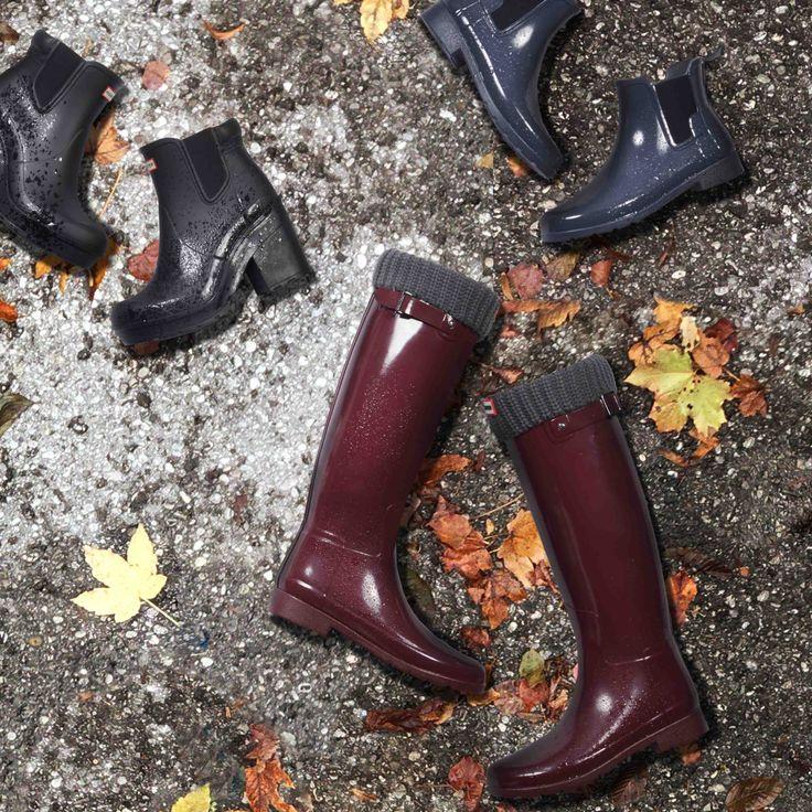 Die Klassiker für nasskaltes Wetter, jetzt auch bei uns: Die aktuellen HUNTER Boots lassen uns diesen Herbst/Winter 2016 im Regen tanzen!  Ob hoher oder niedriger Schaft, mit oder ohne Absatz: Bei HUNTER ist die ganze Palette an Modellen geboten.   Die Hunter Gummi-Stiefel kann man lässig zu einer Ripped Jeans in Kombination mit einem weiten Poncho tragen. Auch Accessoires, wie ein großer Wollhut, ergänzen das herbstliche Outfit hervorragend.