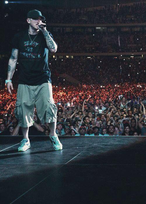Eminem on stage -- Feb 2014 - Tour Live!