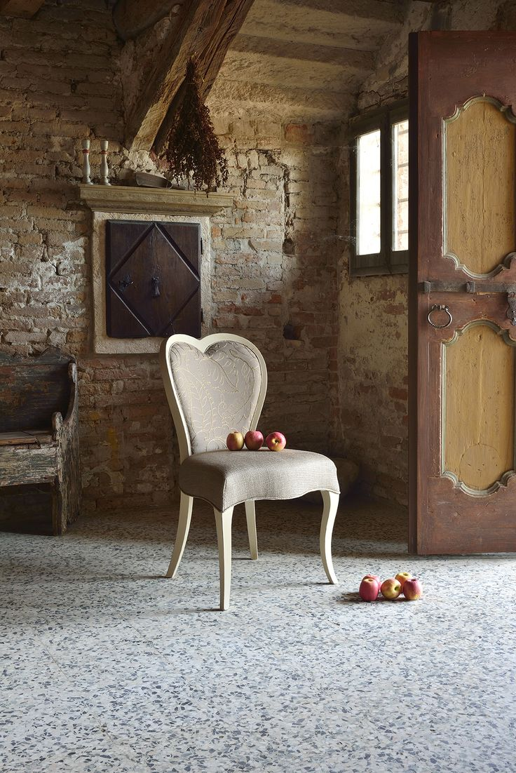 Love chair. By Love collection, new #Shabby chic collection made in Italy by #Venetasedie. Beautiful and vintage ambient to tell Venetasedie history and experience in furnishing design.