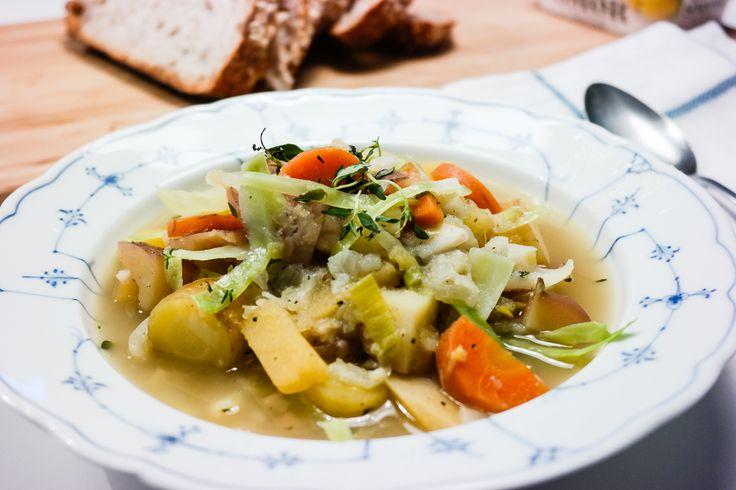 Tradisjonell grønnsakssuppe uten kjøtt, melk eller egg - som smaker akkurat sånn som mormor lagde den.