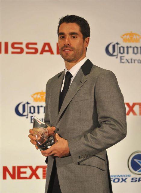 JUAN PABLO ANGEL, es la imagen de la marca, un hombre joven  futbolista que le gusta vivir elegante y moderno...