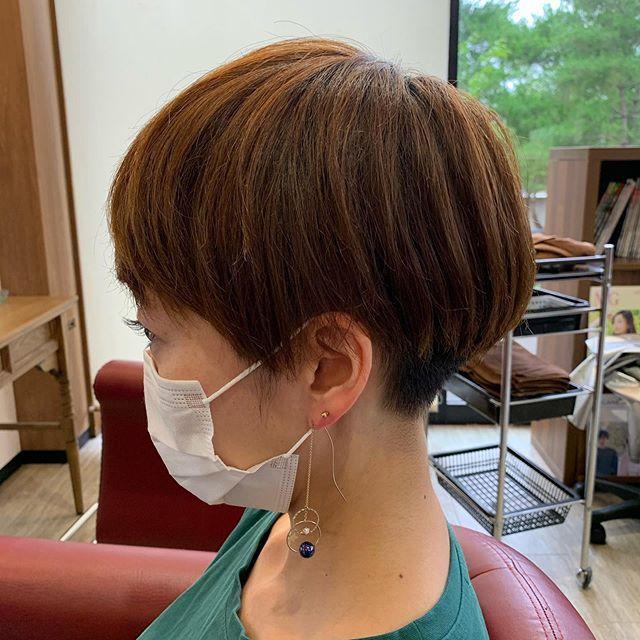 Jun Hayasakaはinstagramを利用しています 女性でもツーブロックマッシュ 刈り上げが青くなりたく無い人は9ミリ以上で刈りましょう 襟足が無いだけで涼しく過ごせますよ ツーブロック女子 刈り上げ女子 マッシュショート 前下がり ツーブロック 女子