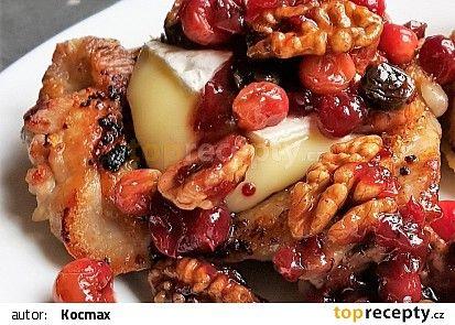 Kuře s ořechy, brusinkami a Hermelínem recept - TopRecepty.cz