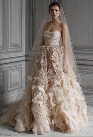 #Monique #LhuillierMonique Lhuillier, Wedding Dressses, Da Dada, Dreams Wedding Dresses, Dream Wedding Dresses, Dreams Dresses, The Dresses, Fairies Tales, Amazing Dresses