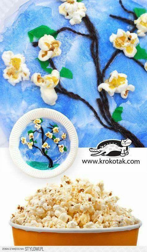 Boom verven, takken van touw en bloemen van popcorn