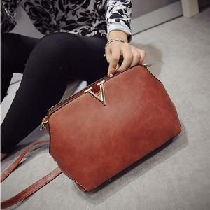 TAS IMPORT KODE: 26642  IDR.145.000  MATERIAL PU  SIZE L25XH17XW10CM  WEIGHT 650GR  COLOR BROWN