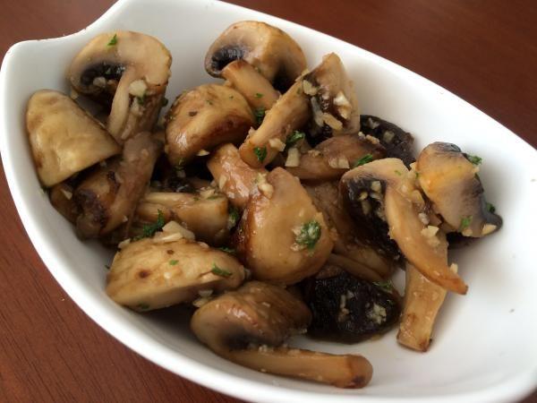 Receita de Cogumelos salteados com alho e salsa