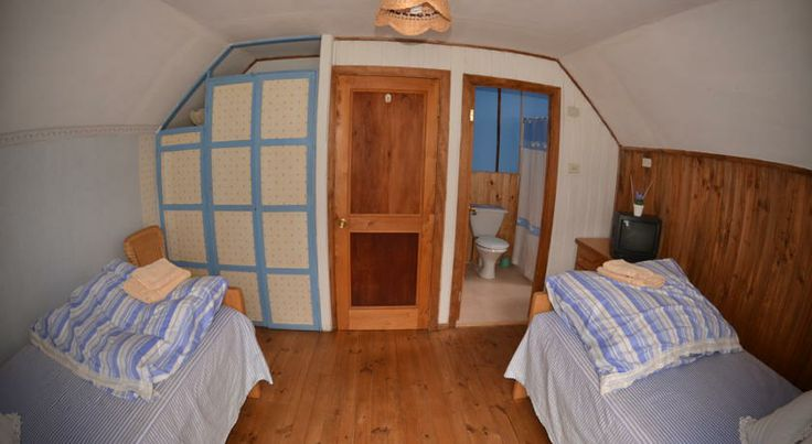 One of the double rooms at the bed & breakfast. http://hostallagringacarioca.cl/
