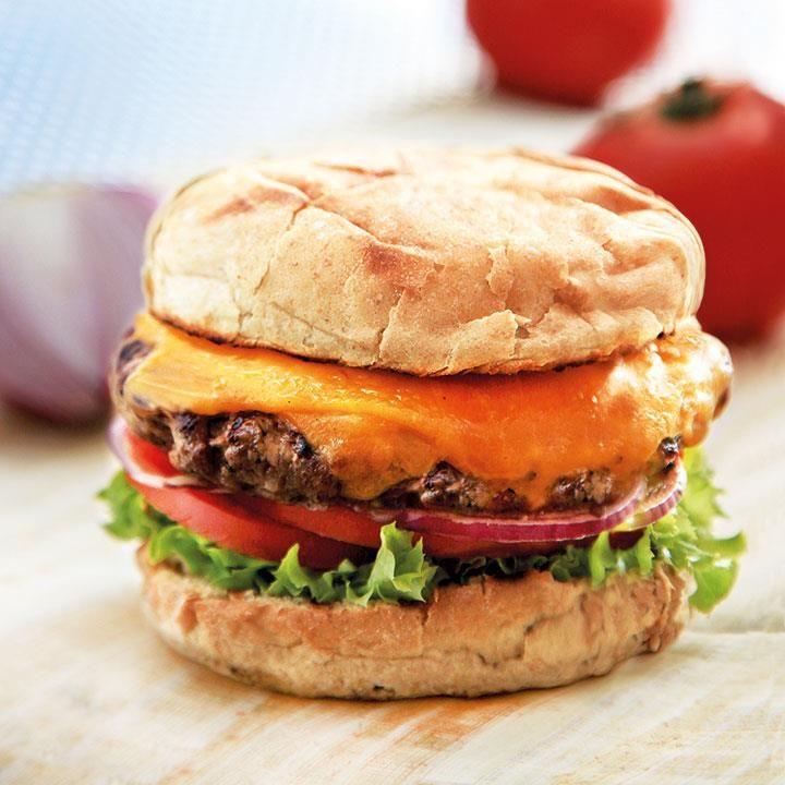 Hamburgerdressing binder sammen smakene i burgeren. Denne legendariske hamburgerdressingen fra Døgnvill lager du av noen få, enkle ingredienser.