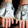 Hand cuffs pearl gray satin, embroidered with di Janis Garden *...