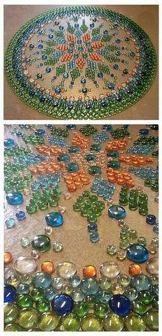 Fazendo mesas de mosaico Hora de bater as lojas do dólar e ações em vidro