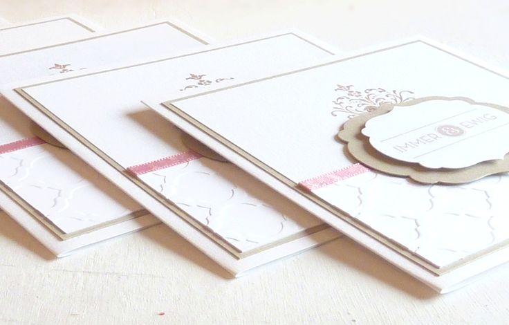festliche Hochzeitseinladung als Klappkarte  mit Papierprägung, Satinband, gestempeltem Ornament, Immer & Ewig,