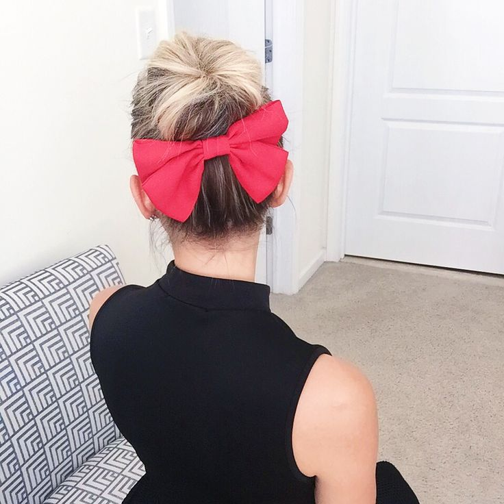 Hair extensions for short hair. Innovative 6 piece kit that includes 5 clip-in hair extensions strands with a hand-made hair topper that helps your seamlessly blend everything together for a most natural look and feel.   #tressmerize #hairextensions #longhair