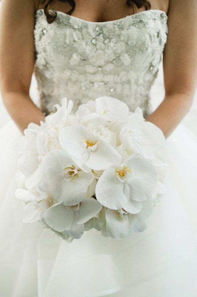 bouquet de mariée élégant d'orchidées blanches