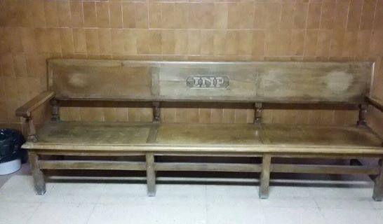 Recuerdo de mi niñez...el banco de la sala de espera de los médicos