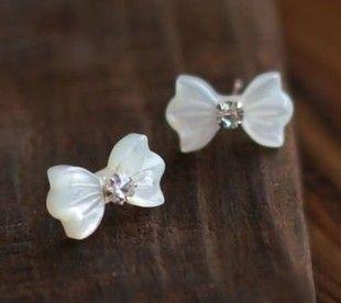 Bow earrings...very pretty!