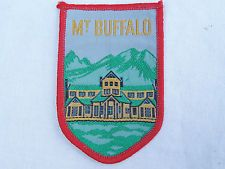 Great image of the Chalet - which is no longer operating - VINTAGE MT BUFFALO VICTORIA EMBROIDERED PATCH SOUVENIR WOVEN CLOTH SEW-ON BADGE
